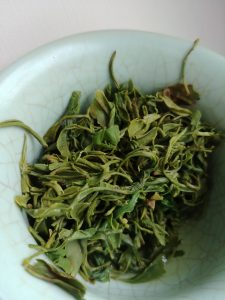 biluochun green tea leaves