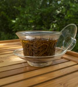 glas gaiwan with tea leaves infusing
